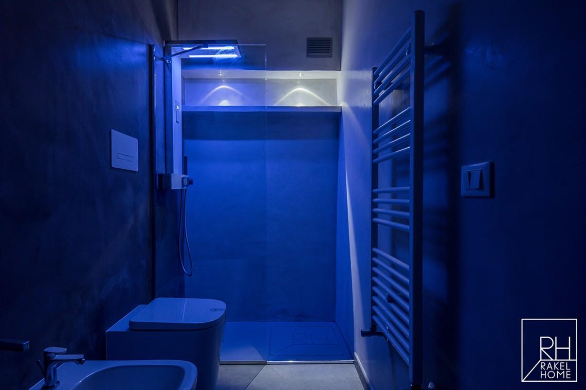 Rakelhome - Bagno in camera e doccia con cromoterapia